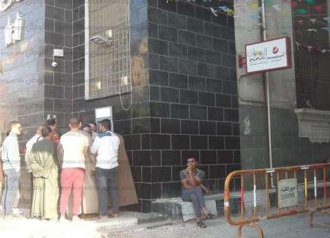 زحام على البنوك والمخابز والشوارع قبيل ساعات من عيد الفطر