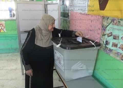 إقبال السيدات وكبار السن بالسويس على التصويت بالاستفتاء