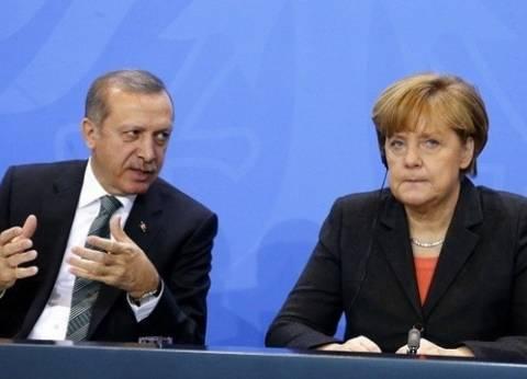 ميركل: يجب دعم 3 ملايين لاجئ في تركيا ونقطع الطريق على المهربين