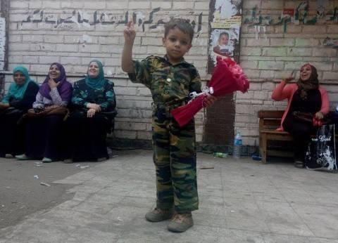 """أصغر ناخب في مصر: """"بحب السيسي وعايز أديله وردة"""""""
