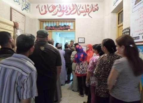 """محافظ أسيوط يشيد بمشاركة السيدات في """"العملية الانتخابية"""" ويناشد المواطنين بالنزول"""