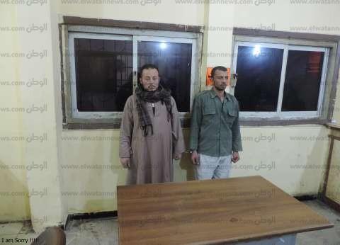 سقوط هاربين من سوهاج مطلوبين في جريمة قتل وسجن مؤبد بمطروح