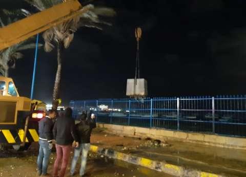 """""""الري"""": معالجة هبوط أرضي بكورنيش الإسكندرية بـ330 طن كتل خرسانية"""