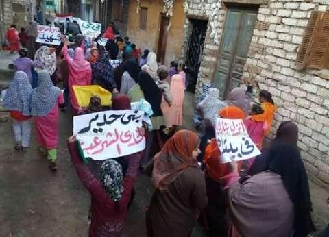 بالصور| الإخوان يدفعون بالأطفال والنساء في مسيراتهم ببني سويف تزامنا مع ذكرى 25 يناير
