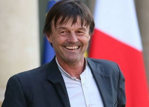 """""""اتهم بالتحرش"""".. 6 معلومات عن وزير البيئة الفرنسي المستقيل على الهواء"""