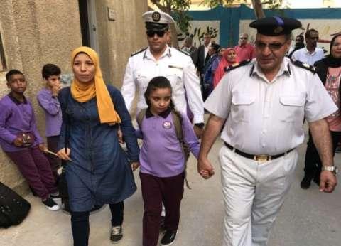الشرطة تصحب أبناء شهدائها إلى المدرسة: «أحياءٌ عند ربهم»