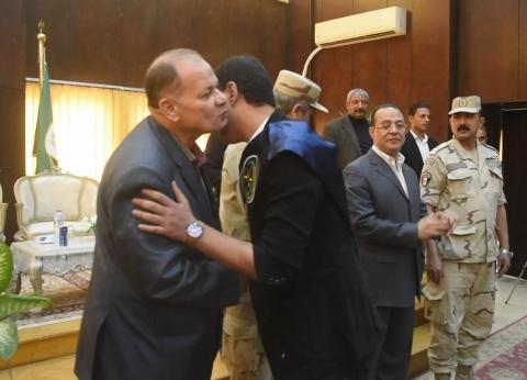 محافظ الفيوم يكرم أسر شهداء القوات المسلحة ومصابي العمليات الحربية