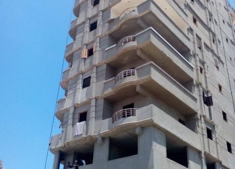 إزالة عقار مخالف مكون من 12 طابقا في الإسكندرية