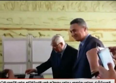 عاجل| عدلي منصور يدلي بصوته في الاستفتاء على التعديلات الدستورية