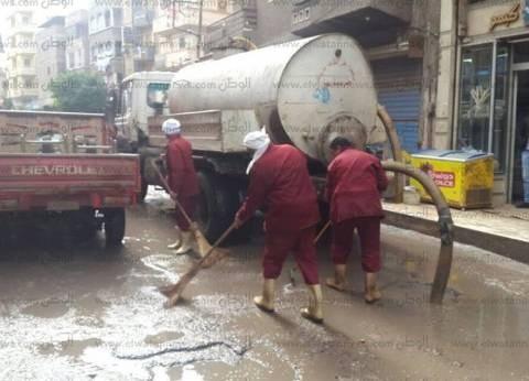بالصور| الأمطار تغرق شوارع دسوق.. والدفع بسيارات لشفطها