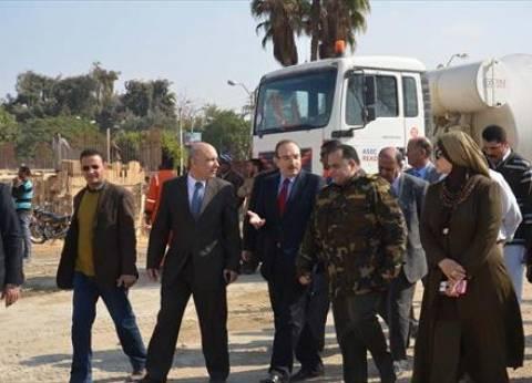 """رئيس الوزراء يلتقي محافظ بني سويف للتعرف على تطورات حادث """"قطار الصعيد"""""""