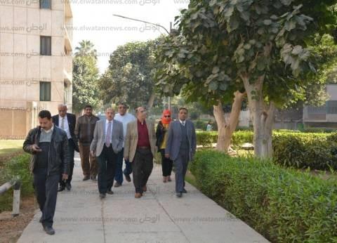 رئيس جامعة أسيوط يتفقد أعمال تطوير مساكن أعضاء هيئة التدريس الغربية