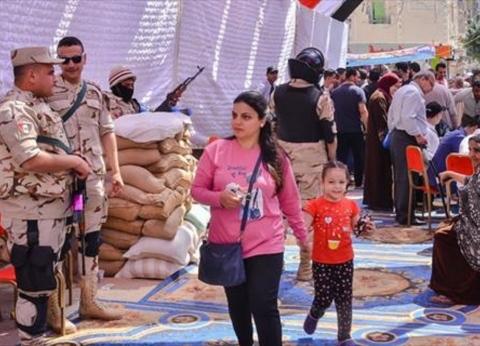 حضور مكثف للمواطنين أمام لجان الاستفتاء في أبو النمرس والحوامدية