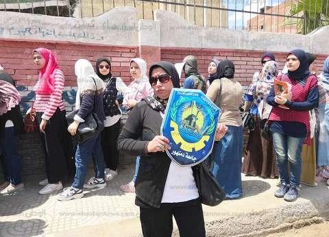 انطلاق مسيرة منجامعة دمنهور للدعوة للمشاركة بالاستفتاء