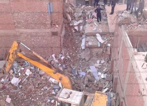 مصرع شخصين وإنقاذ 3 والبحث عن 5 مفقودين في انهيار منزل بعزبة الصفيح بالمنصورة