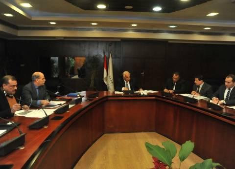 وزير النقل يتابع أعمال تطوير المزلقانات مع شركات الإنتاج الحربي