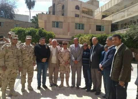 بالصور| رئيس مدينة فوه في كفر الشيخ يشكر قوات تأمين الانتخابات
