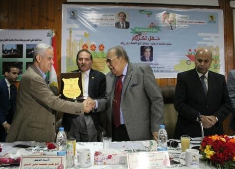 """تكريم رئيس جامعة المنيا الأسبق في افتتاح أعمال تجديد """"الزراعة"""""""