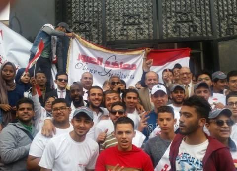 مسيرة لطلاب جامعة أسيوط بالشوارع لحث المواطنين على التصويت