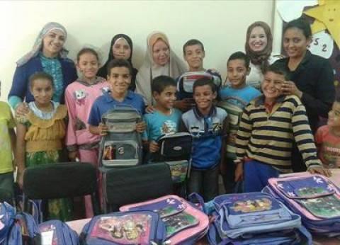 بالصور| توزيع شنط وأدوات مدرسية لـ100 طفل بالمنيا