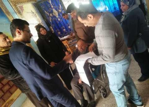 مسيرة وأغاني وطنية ولقطات إنسانية.. ملخص اليوم الثاني للاستفتاء بدمياط