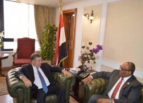 وزير قطاع الأعمال يبحث مع سفير الإمارات بالقاهرة تعزيز التعاون المشترك
