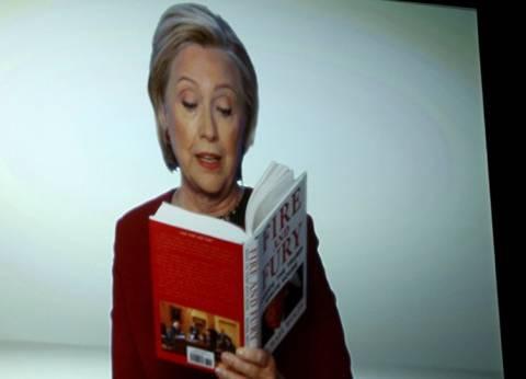 بالفديو| هيلاري كلينتون تسخر من ترامب أمام الملايين
