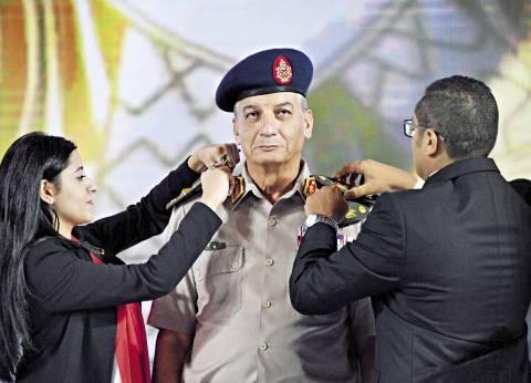 ترقية وزير الدفاع فى «المؤتمر» وعسكريون: تكريم مضاعف