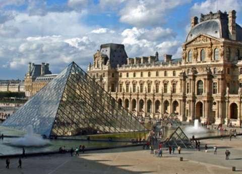 """إغلاق برج """"إيفل"""" ومتحف """"اللوفر"""" ومعالم سياحية في باريس حتى إشعار آخر"""