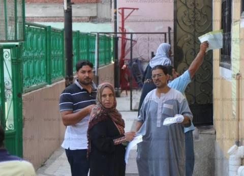 """زحام أمام مكاتب """"تموين كفر الشيخ"""".. مواطنة: """"الأوراق مش واضحة"""""""