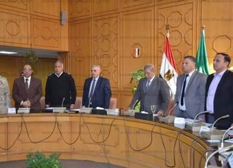 بالصور| محافظ الإسماعيلية يلتقي المجلس التنفيذي ويستعرض عدد من الملف