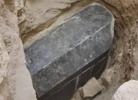 """""""الآثار"""": تابوت الإسكندرية به 3 هياكل عظمية.. والمادة الحمراء مياه صرف"""