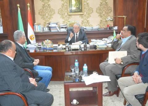 """محافظ المنيا يتابع مع ممثلي """"الوزراء"""" دفع المشروعات المتعثرة"""