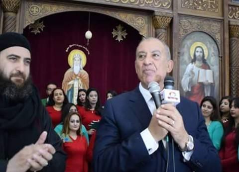 محافظ البحر الأحمر يزور كنيسة شنودة بالغردقة ويهنئ الأقباط بأعياد الميلاد