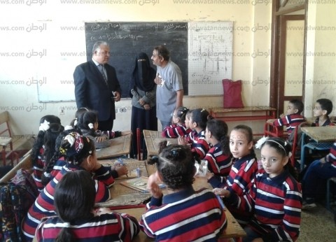 مدير تعليم الإسماعيلية يتفقد مدرسة quotأرض المشتلquot ويشيد بمستوى الطلاب