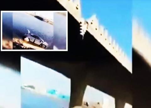 بالفيديو  لحظة سقوط مروع لسيارة تقودها فتاة من أعلى جسر في السعودية