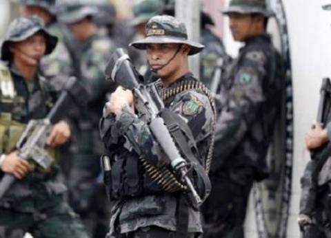 مسلحون فلبينيون يهددون 3 رهائن بعد قطع رأس رهينة