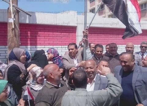 رئيس مدينة أبوحمص يقود مسيرة للعاملين للمشاركة بالاستفتاء في البحيرة