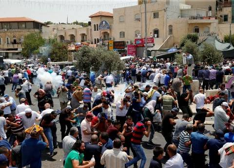 """""""الاحتلال"""" يطرد عائلات فلسطينية ويعتقل معتكفين بـ""""الأقصى"""""""