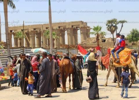 بالصور| زحام شديد في الساحات وكورنيش النيل بالأقصر احتفالا بشم النسيم