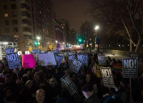 عاجل  قوات الأمن الأمريكية تطلق قنابل الغاز على متظاهرين في واشنطن بالتزامن مع تنصيب ترامب