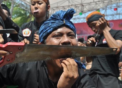 طقوس مخيفة وغريبة في إندونيسيا.. أبرز عادات دول منتدى شباب العالم