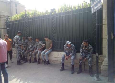 انتشار أمني على بوابات جامعة القاهرة في أول يوم دراسي