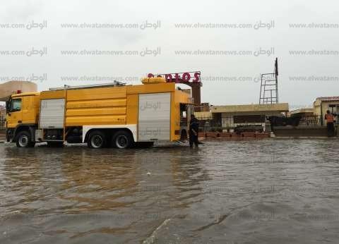بالصور| سيارات القوات المسلحة تشارك في سحب مياه الأمطار بالإسكندرية