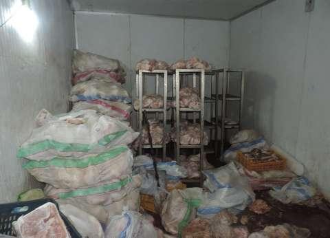 ضبط دواجن فاسدة داخل مطعم شهير في بني سويف