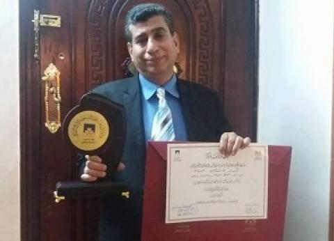 """إعلامي بورسعيدي يفوز بـ""""أفضل مخرج"""" في مهرجان المسرح العربي"""