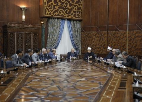 شيخ الأزهر ووزير الإنتاج الحربي يبحثان سبل تعزيز التعاون المشترك