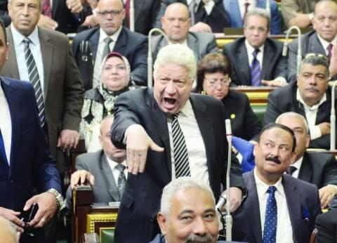 بالفيديو| مرتضى منصور يسب مواطنا أثناء دخوله عزاء محمود عبدالعزيز