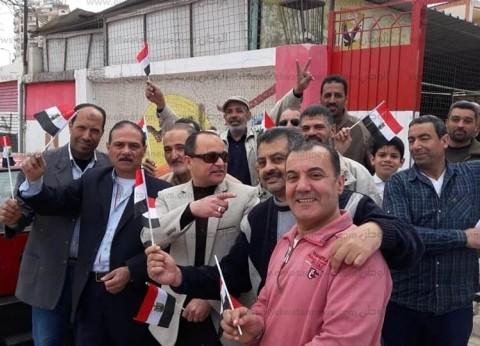 معلمو البحيرة يتوافدون على لجان الاستفتاء للإدلاء بأصواتهم