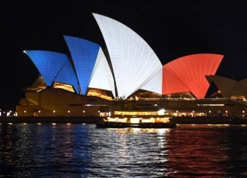 بالصور| ألوان علم فرنسا تضيء عواصم العالم من سيدني إلى بكين